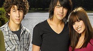 Los Jonas Brothers recrean una escena de 'Camp Rock' con cameo sorpresa
