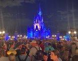 Una multitud de personas se agolpa en el último día de Disney World antes del cierre por el coronavirus
