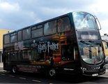 Los autobuses de 'Harry Potter' trasladan de manera gratuita a los trabajadores de la sanidad inglesa