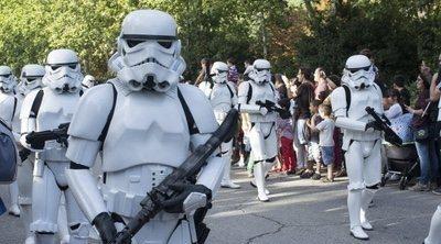 Un ejercito de Stormtroopers encargados de la distancia social en Disney World