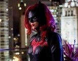 La showrunner de 'Batwoman' consideró sustituir a Ruby Rose 'como en los culebrones'