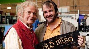 """La familia de 'El Señor de los Anillos' se despide de Bilbo, el """"gigante"""" Sir Ian Holm"""