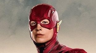 'The Flash' muestra su nuevo traje y al Batman de Michael Keaton