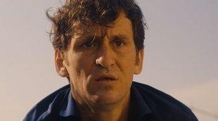 Raúl Arévalo y Marsella de 'La casa de papel' en este clip de 'Black Beach'