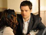 Sebastian Stan revive a tope el piloto de 'Gossip Girl' con una copa de vino