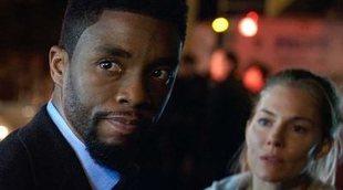 Chadwick Boseman cedió parte de su sueldo a Sienna Miller en una película