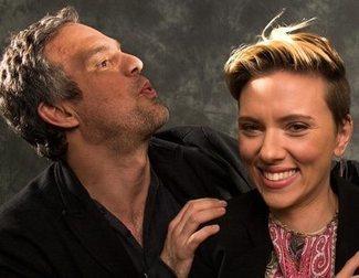 Chris Evans y Robert Downey Jr. felicitan a Scarlett Johansson y Mark Ruffalo