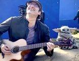 'The Mandalorian': Baby Yoda bailando al son de la guitarra de Robert Rodriguez es demasiado adorable