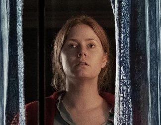 Nuevo tráiler de 'La mujer en la ventana': La película de Amy Adams llega a Netflix