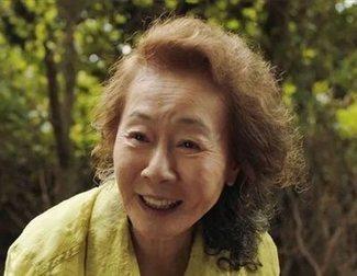 """Youn Yuh-Jung ('Minari') llama a los británicos """"esnobs"""" en su discurso de los BAFTA 2021"""
