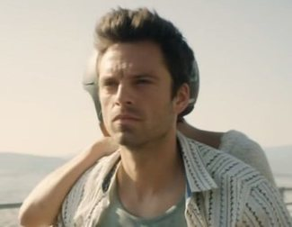 Sebastian Stan enseña el culo para promocionar 'Monday', su nueva película