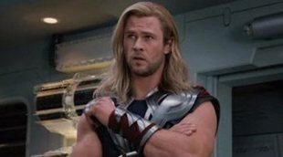 "'Thor: Love and Thunder: Chris Hemsworth, Taika Waititi y Matt Damon posan como una ""boy band"" en el rodaje"
