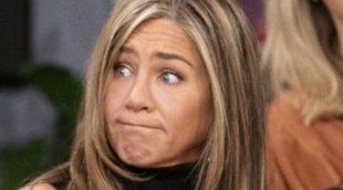 Jennifer Aniston prueba el trifle en una escena eliminada de la reunión de 'Friends'