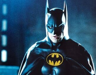 Michael Keaton vuelve a ser Bruce Wayne en las fotos del rodaje de 'The Flash'
