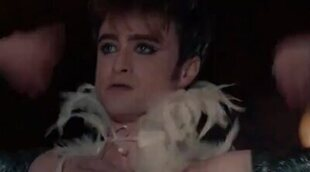 Daniel Radcliffe baila vogue semidesnudo en un episodio de 'Miracle Workers'
