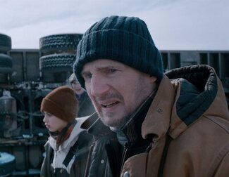 Liam Neeson investiga el colapso de una mina en este clip exclusivo de 'Ice Road'