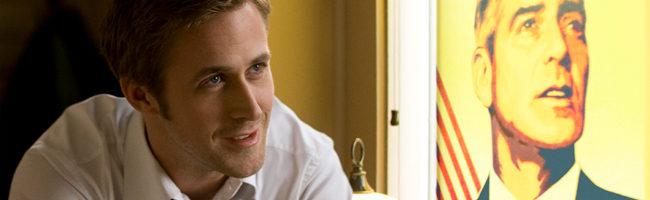 Ryan Gosling y un cartel de George Clooney en 'Los idus de marzo'