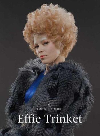 Elizabeth Banks Repite Como Icono De La Moda Del Capitolio En Los