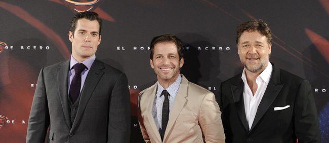 Henry Cavill, Zack Snyder y Rusell Crowe en la premiere de 'El Hombre de Acero' en Madrid