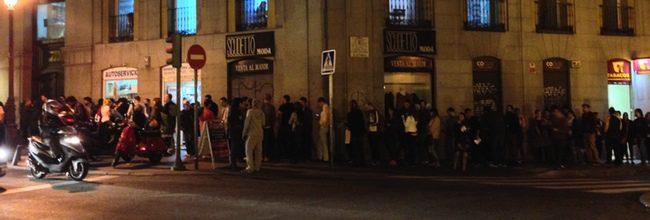 Cola frente a los Cines Yelmo Ideal de Madrid