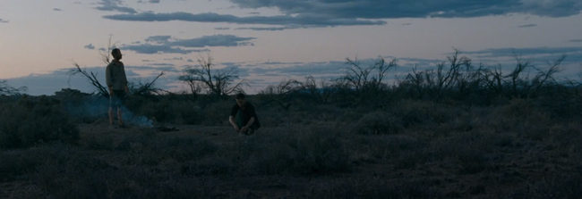 Robert Pattinson y Guy Pearce en The Rover