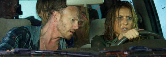 Ian Ziering y Tara Reid en Sharknado