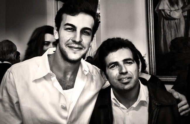 Mario Casas junto a Álex en Chile