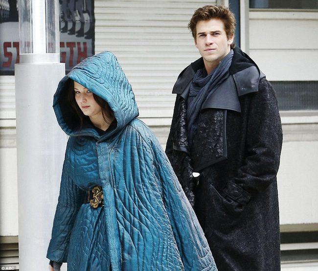 Jennifer Lawrence y Liam Hemsworth en el rodaje de 'Los Juegos del Hambre: Sinsajo' en París