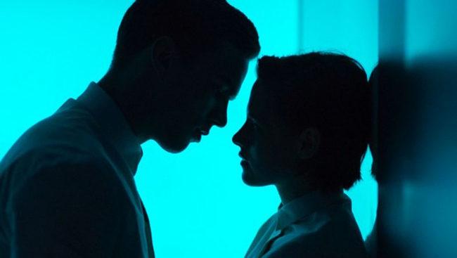 Nicholas Hoult y Kristen Stewart en Equals