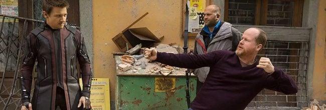 Joss Whedon en el set de 'Vengadores: La era de Ultrón'