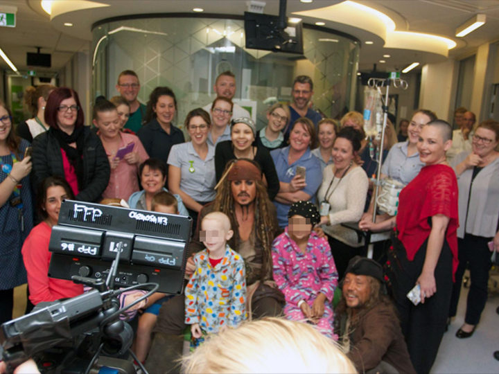 Johnny Depp en un hospital de niños de Australia