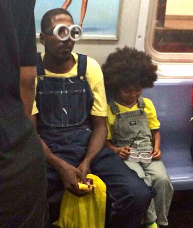 Un padre se viste de Minion con su hijo y causa furor en las redes sociales