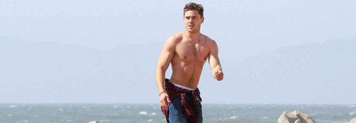 Zac Efron en la playa