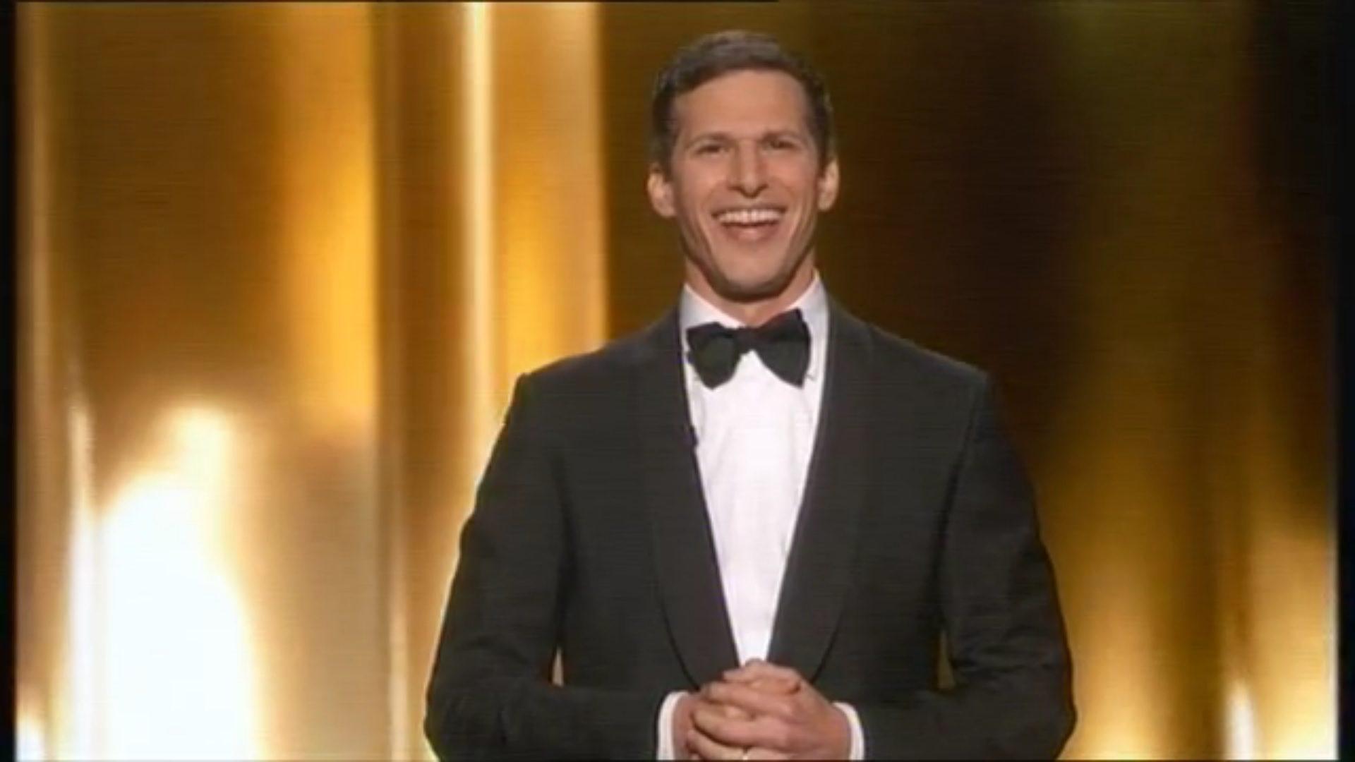 Andy Samberg presentando los Emmy 2015