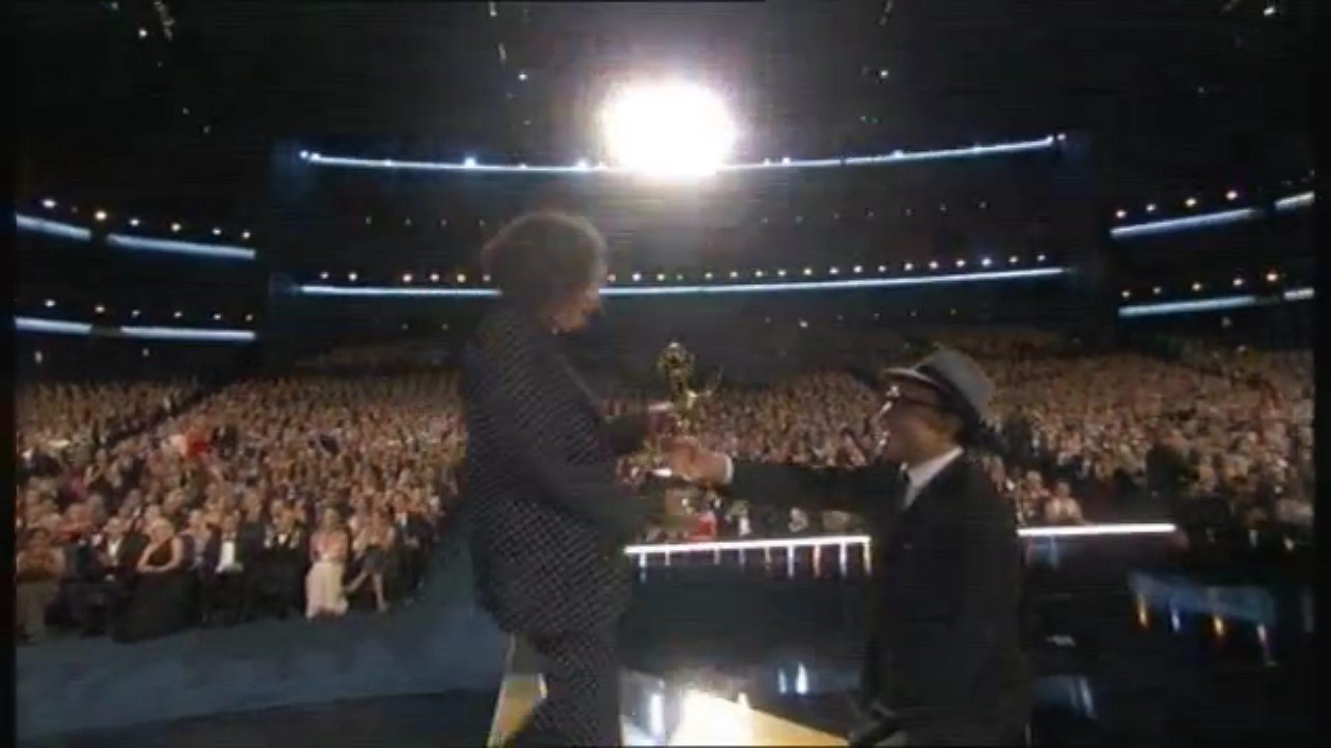 Momento de Transparent en los Emmy 2015