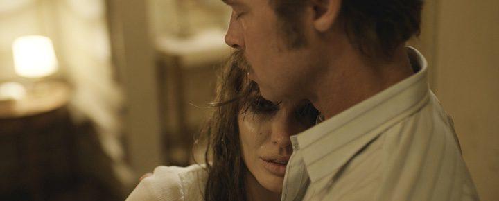 Angelina Jolie y Brad Pitt en 'Frente al mar'