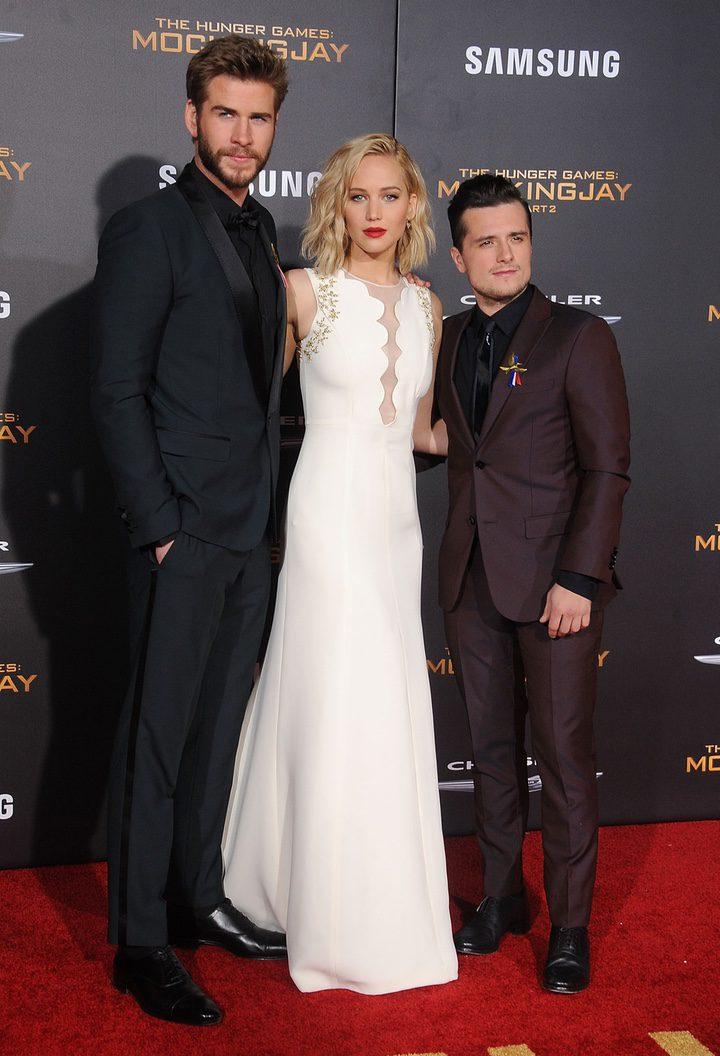 Liam Hemsworth, Jennifer Lawrence y Josh Hutcherson en la premiere de Los Angeles de 'Sinsajo - Parte 2'