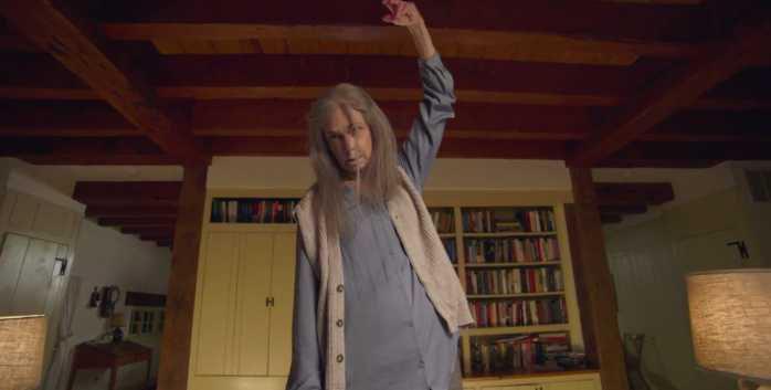 La abuela más terrorífica en 'La visita'