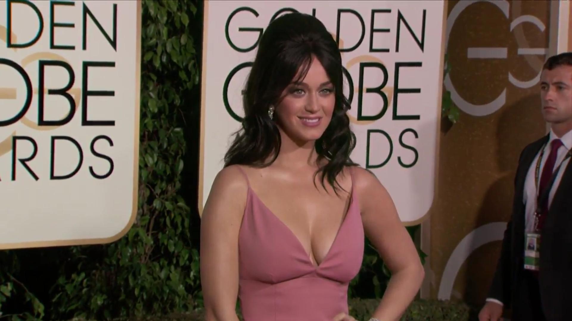 Katy Perry posando en la alfombra roja