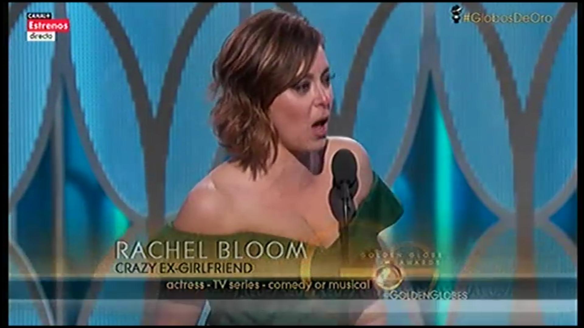 Rachel Bloom, ex youtuber y actriz, recoge su Globo de Oro por 'Crazy ExGirlfriend'