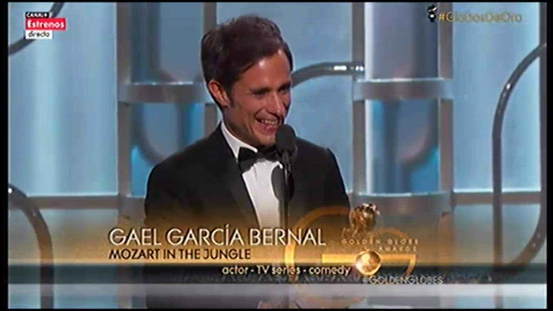 El actor Gael Garcia Bernal recoge su primer Globo de Oro
