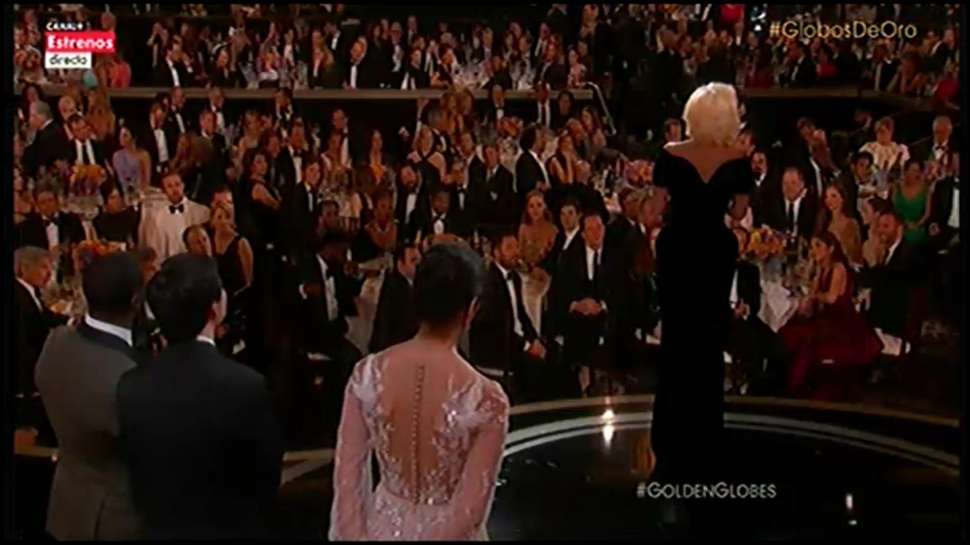 Lady Gaga en el escenario de los Globos de Oro tras ganar su premio
