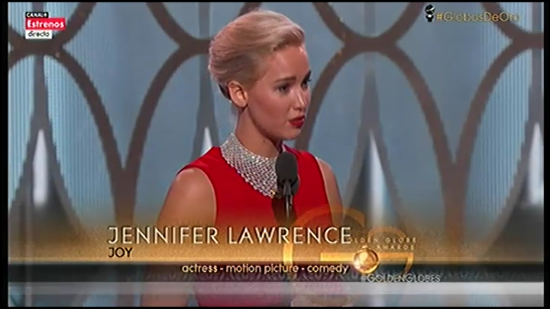 Jennifer Lawrence recogiendo su tercer Globo de Oro