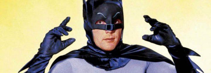 Adam West como Batman en la serie de 1960