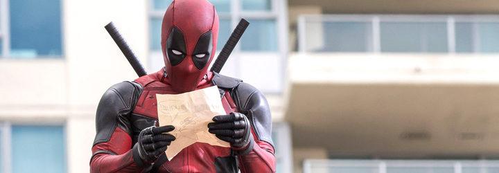 fotograma 'Deadpool' mirando un dibujo