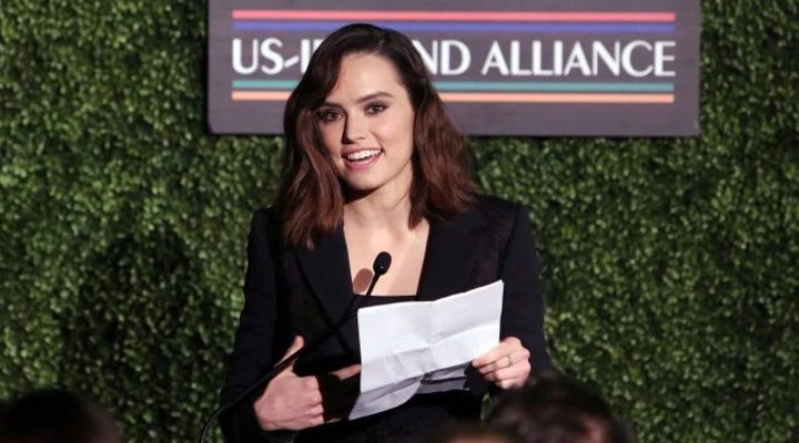 Daisy Ridley en los premios Oscar Wilde