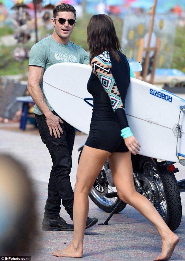 Alexandra Daddario rodando 'Los Vigilantes de la Playa' con Zac Efron