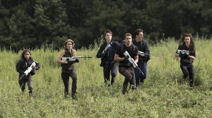 Tris y sus amigos, corriendo a saltar la valla