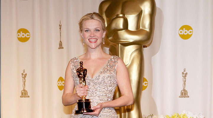 Reese Witherspoon con su primer Oscar