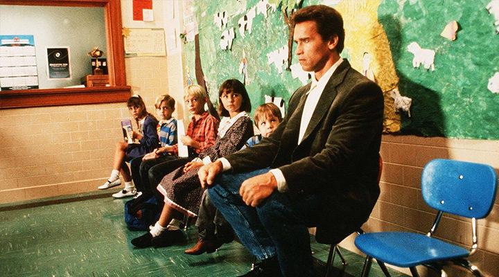 Arnold Schwarzenegger interpreta a John Kimble